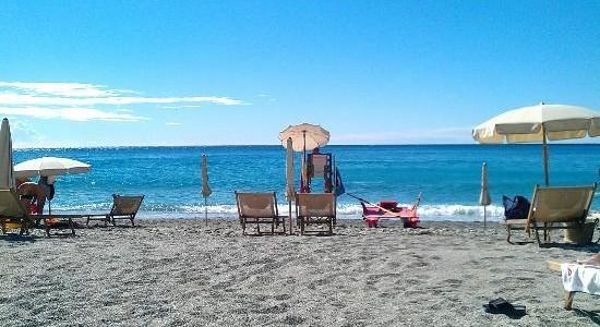 AFFITTO TURISTICO VARIGOTTI – Bilocale con accesso diretto alla spiaggia